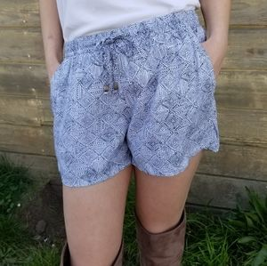 Old Navy | geometric pattern loose fit shorts
